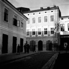 [Rynek rzeszowski. Kamienice nr 28, 27, 26] [Fotografia]