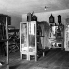 [Wnętrze ówczesnego muzeum rzeszowskiego (obecnie Muzeum Etnograficzne)] [Fotografia]