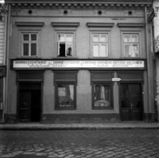 [Ul. Kościuszki. Siedziba Oddziału Centrali Handlowej Kupców Wiejskich (kamienica nr 7)] [Fotografia]
