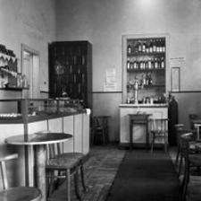 """[Ul. 3 Maja. Wnętrze kawiarni """"Pomorzanka""""] [Fotografia]"""