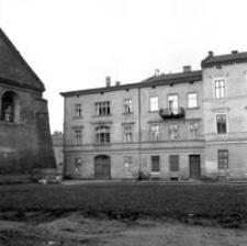 [Ul. Gałęzowskiego. Widok na Hotel Krakowski i fragment Synagogi Nowomiejskiej] [Fotografia]