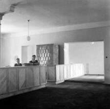 """[Ul. Piłsudskiego (dawna ul. Lwowska). Wnętrze koszar """"Kraińskiego""""] [Fotografia]"""