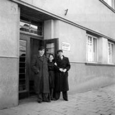[Ul. Piłsudskiego (dawna ul. Lwowska). Siedziba Wydziału Budownictwa (obecnie Młodzieżowy Dom Kultury)] [Fotografia]