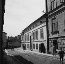 """[Nieistniejące kamienice przy ul. Słowackiego (w głębi dom """"Amstera"""")] [Fotografia]"""
