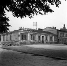 """[Dom """"Fijałkowskich"""" u zbiegu ulic Moniuszki i Sokoła (w trakcie rozbiórki)] [Fotografia]"""