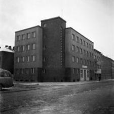 [Hotel Reichshof przy skrzyżowaniu ulic Asnyka i Św. Mikołaja] [Fotografia]